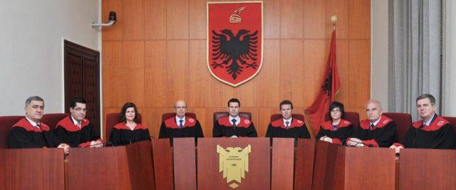 Emri:  gjykata-kushtetuese-640x267.jpg    Shikime: 1    Madhësia:  27.4 KB