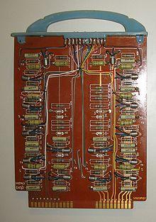 Emri:  220px-LEO_III_computer_circuit_board.jpg  Shikime: 7771  Madhësia:  21.1 KB