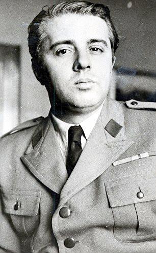Emri:  Enver-Hoxha.jpg  Shikime: 1593  Madhësia:  40.2 KB
