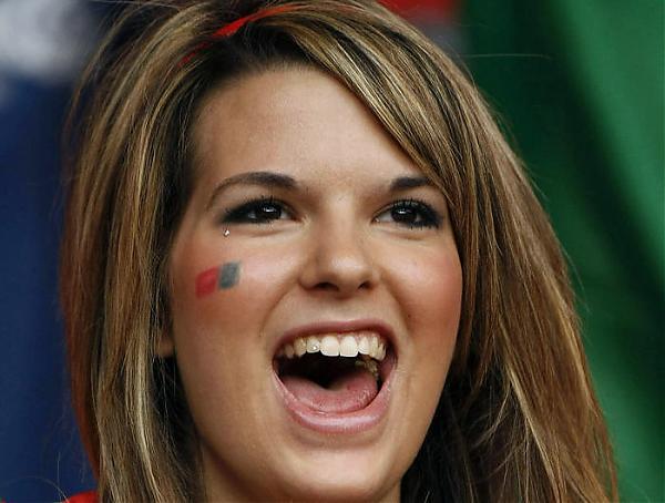 Emri:  portugal_girl.jpg  Shikime: 557  Madhësia:  39.4 KB
