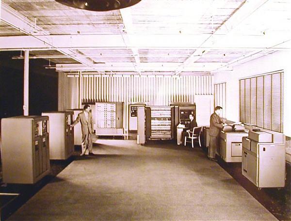 Emri:  IBM-701-1953-roomphoto.jpg  Shikime: 7930  Madhësia:  46.2 KB