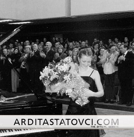 Emri:  Ardita Statovci.jpg  Shikime: 809  Madhësia:  58.7 KB