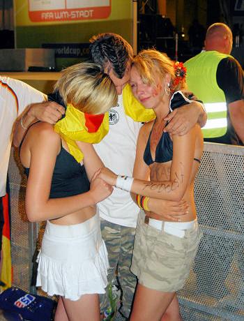 Emri:  german-football-girls.jpg  Shikime: 278  Madhësia:  85.5 KB