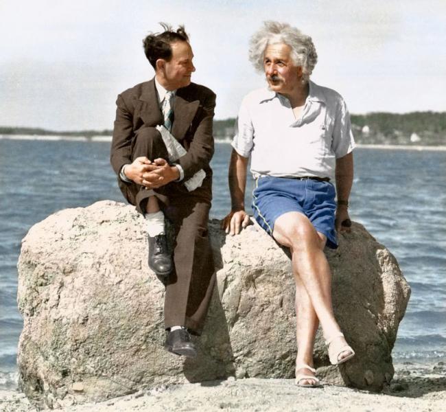 Emri:  albert-einstein-summer-1939-nassau-point-long-island-ny-edvos.jpg  Shikime: 1182  Madhësia:  66.0 KB