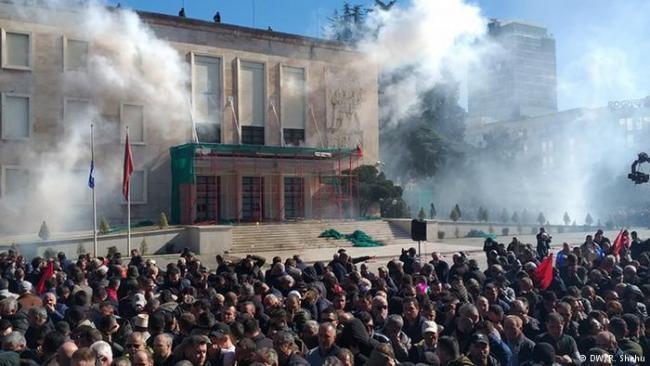 Emri:  protesta-5.jpg  Shikime: 121  Madhësia:  44.0 KB