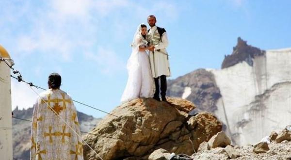 Emri:  matrimonio_Kazbegi1.jpg  Shikime: 978  Madhësia:  127.7 KB