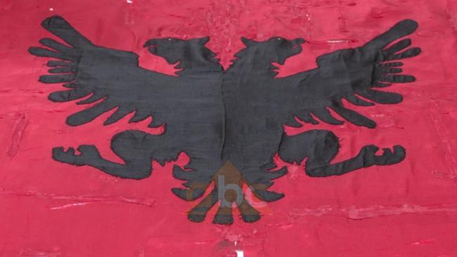 Emri:  1a-Flamuri-i-Kongresit.jpg  Shikime: 6  Madhësia:  25.7 KB