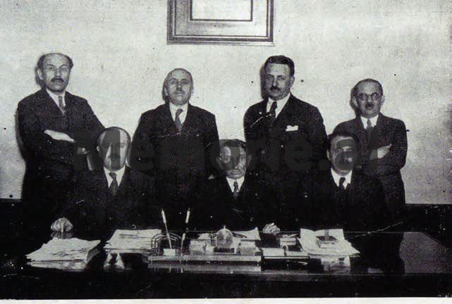 Emri:  Mirash-Ivanaj-Abdurrahman-Dibra-Sandër-Saraci-Xhaferr-Vila-Vasil-Avrami-Pandeli-Evangjeli-.png  Shikime: 69  Madhësia:  402.0 KB