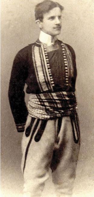 Emri:  1417562169-Nikolla-Tesla-me-kostum-popullor-shqiptar-1880.jpg  Shikime: 1143  Madhësia:  32.5 KB